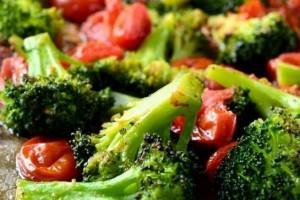 Tomate e Brócolis Assados